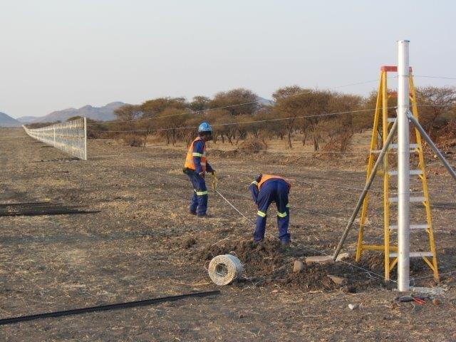 razor mesh fence erected at a mine (3)