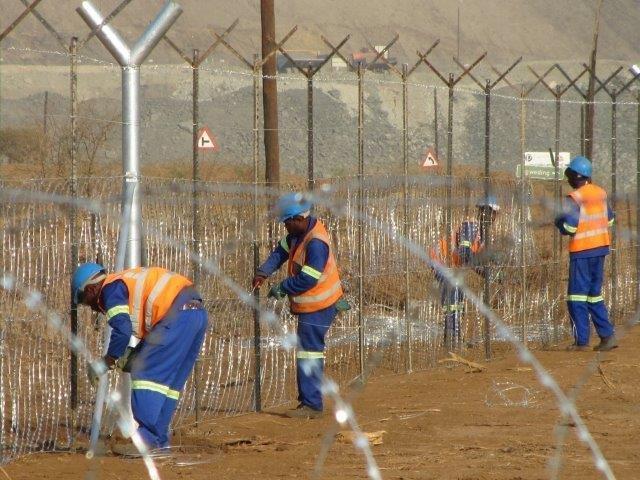 razor mesh fence erected at a mine (8)