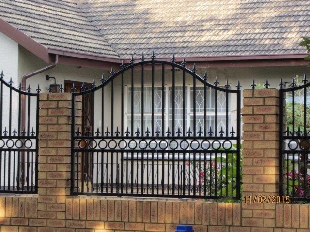 Palisade Fencing East Rand Palisade Fencing Contractors Gauteng - brick wall designs with palisade fencing